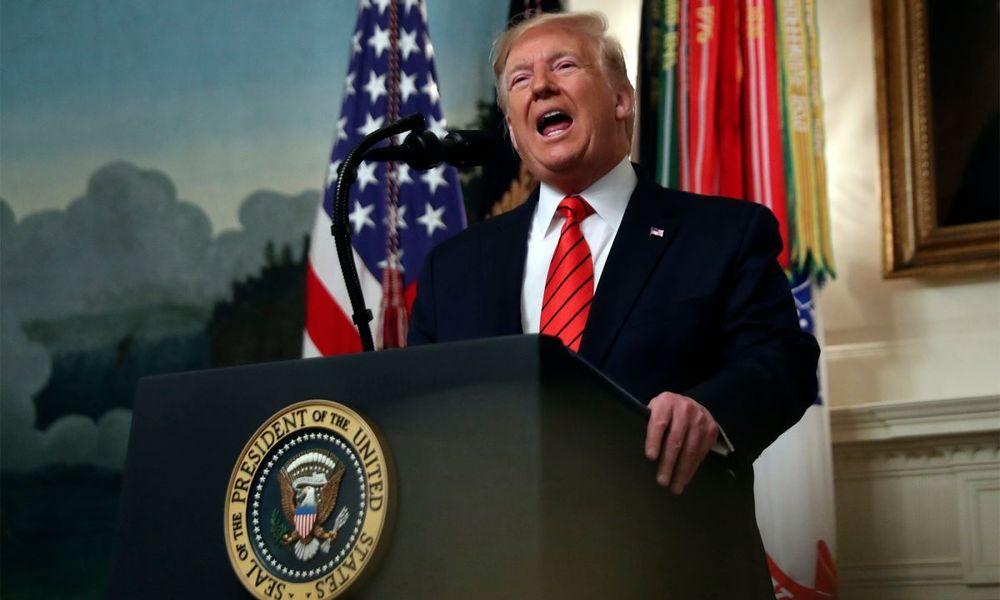 Η κατάθεση Σόνλαντ επιβαρύνει κι άλλο τη θέση του Τραμπ