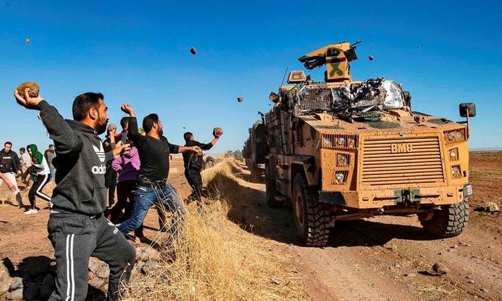 Τουρκικό τεθωρακισμένο πάτησε και σκότωσε νεαρό Κούρδο – Οργισμένες αντιδράσεις και κατά Ρώσων (Video)