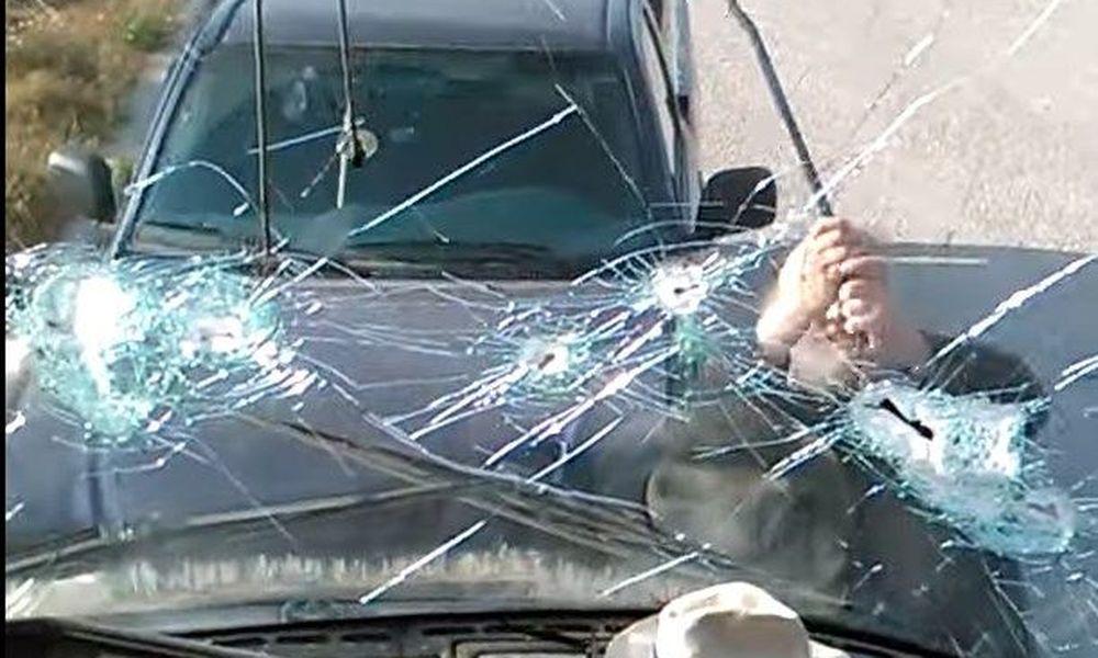 Σαντορίνη: Εξαγριωμένος ηγούμενος καταστρέφει πούλμαν με λοστό (Videos)