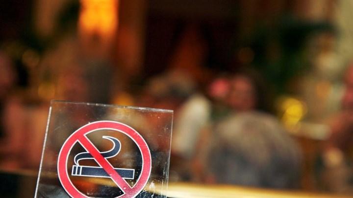 Αντικαπνιστικός νόμος: Σε λειτουργία το 1142 για καταγγελίες και υποστήριξη – Πώς θα λειτουργεί