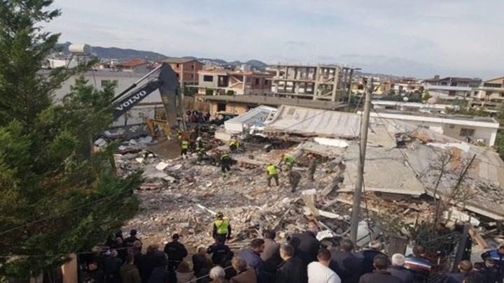 Θρήνος δίχως τέλος στην Αλβανία – Τουλάχιστον 36 οι νεκροί – Τραγικές μαρτυρίες και συγκλονιστικές εικόνες από διασώσεις της ΕΜΑΚ – ΦΩΤΟ – ΒΙΝΤΕΟ
