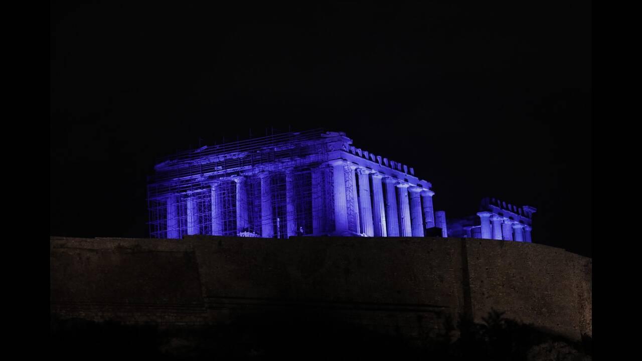 Στα μπλε η Ακρόπολη για τα δικαιώματα των παιδιών