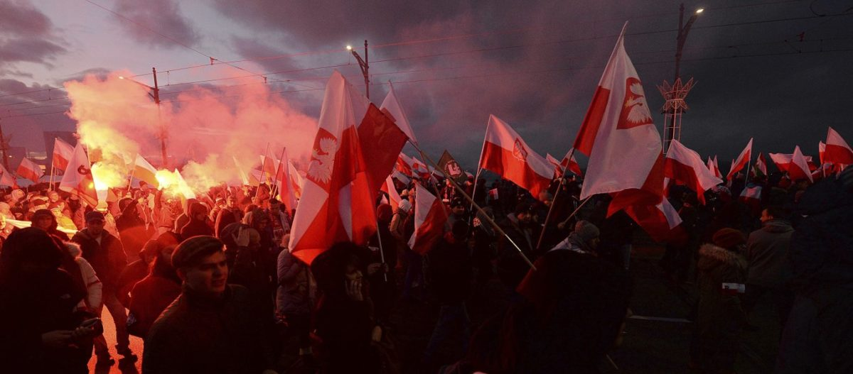 Βαρσοβία – Μεγαλειώδης πορεία από 150.000 Πολωνούς: «Η ΕΕ μας οδηγεί στην καταστροφή»!