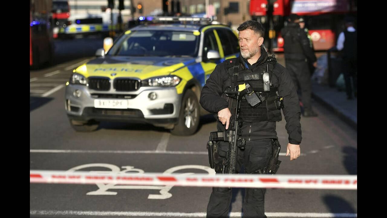 Επίθεση στη Γέφυρα του Λονδίνου: Τρομοκρατική ενέργεια λέει η αστυνομία – Νεκρός ο δράστης