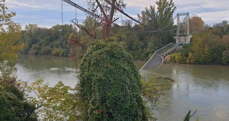 Κατάρρευση γέφυρας στη Γαλλία, αυτοκίνητα στο ποτάμι