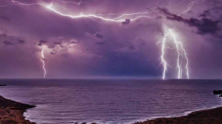 Καταιγίδες έρχονται στην Κρήτη – Δύσκολη αναμένεται η νύχτα