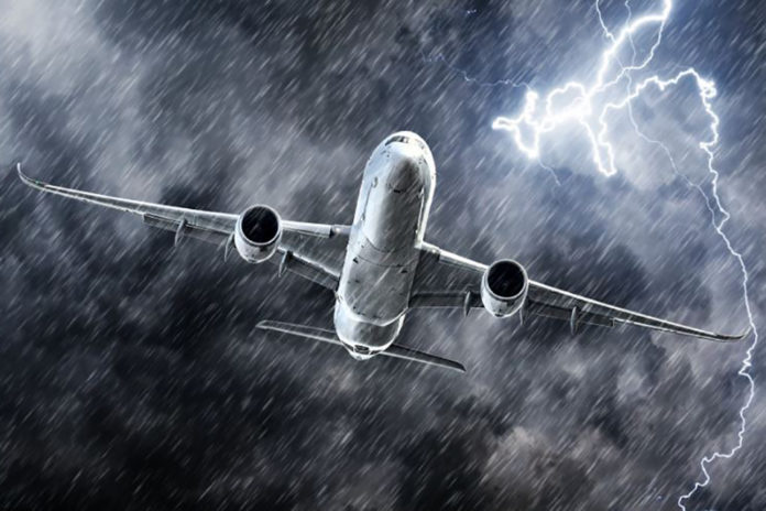 Ταλαιπωρία για επιβάτες: Αθήνα-Ηράκλειο μέσω… Χανίων – Χτυπήθηκε από κεραυνό το αεροσκάφος
