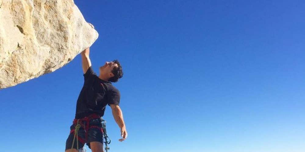 Σοκ: Σκοτώθηκε πέφτοντας στο κενό από ύψος 300 μέτρων ο παγκοσμίου φήμης αναρριχητής Μπραντ Γκόμπραϊτ