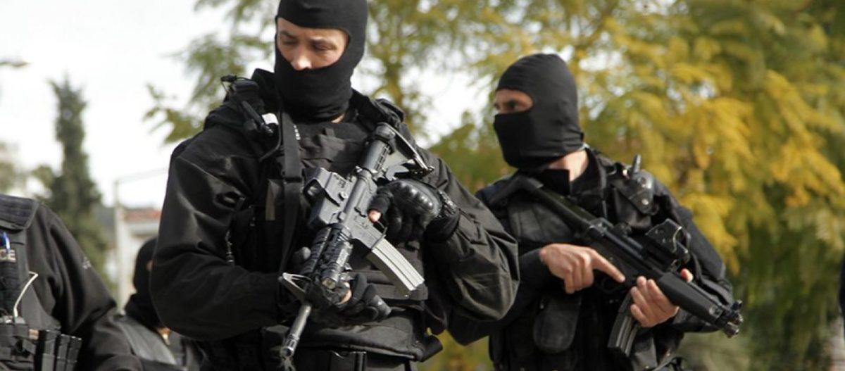 Μεγάλη επιχείρηση της Αντιτρομοκρατικής στην Αττική: Βρέθηκε βαρύς οπλισμός – Προσαγωγές και συλλήψεις (upd)