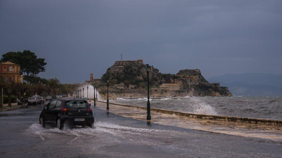 Κέρκυρα: Χτύπησε με μανία η «Βικτώρια» – Πλημμύρες, κατολισθήσεις και άνεμοι εννιά μποφόρ!