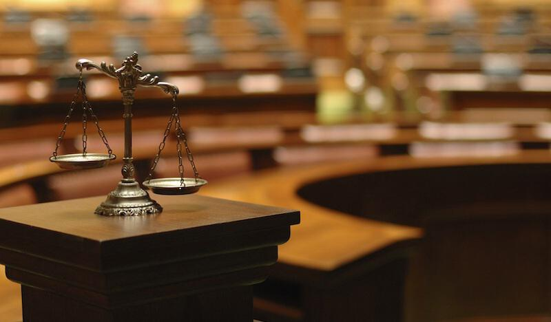 Χαμός στο Ειρηνοδικείο Τρικάλων: «Αρπάχτηκαν» οι δικηγόροι