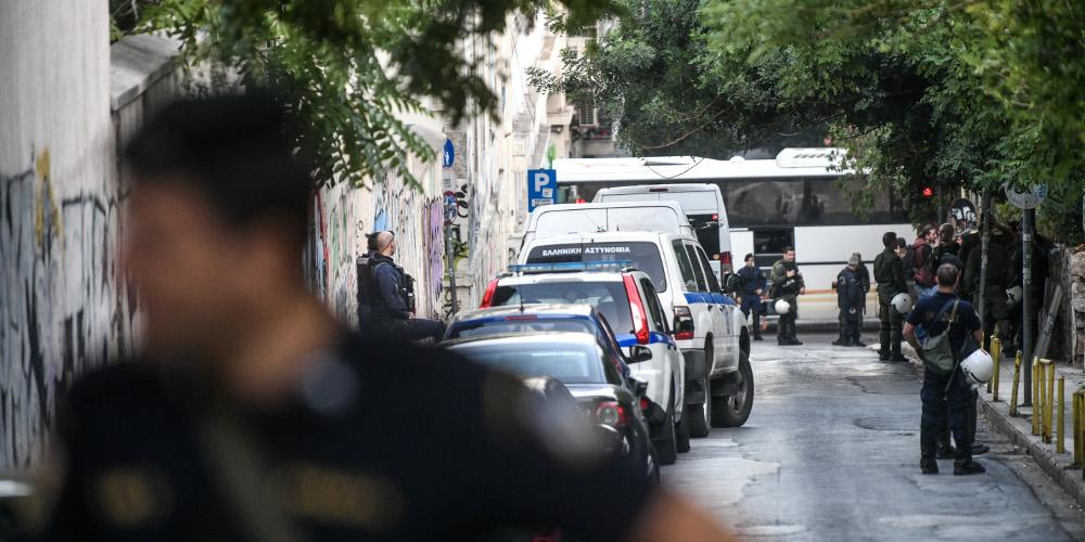 Εξάρχεια: Αστυνομική επιχείρηση με μία προσαγωγή – Εκκενώθηκε κατάληψη με μετανάστες
