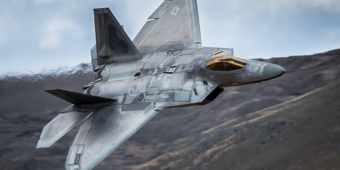 F-22: Αδιανόητη περιστροφή 360 μοιρών και αιώρηση του stealth μαχητικού [vid]