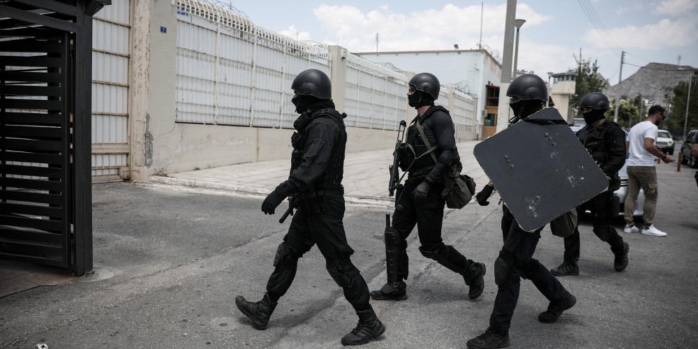 Νέες έρευνες στις φυλακές Κορυδαλλού – Βρέθηκαν μαχαίρια, κινητά και ναρκωτικά
