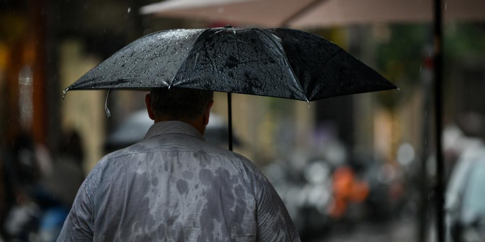 Πρόγνωση καιρού: Βροχές, καταιγίδες και κύμα σκόνη θα πλήξουν τη χώρα την Τετάρτη