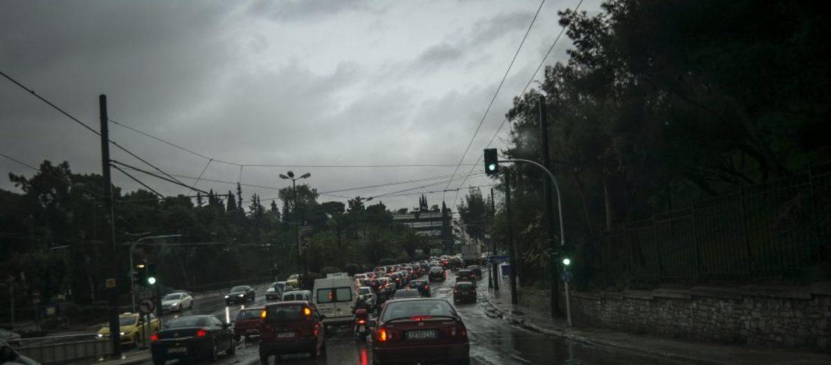 Σφοδρή καταιγίδα πλήττει την Αττική – Χάος στους δρόμους – Μαρούσι, Κηφισιά, Γλυφάδα & Βούλα «κολυμπάνε» (upd)