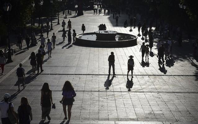 ΟΟΣΑ: Εκρηκτικά χρέη, αναιμική ανάπτυξη, κοινωνική δυσφορία δέκα χρόνια μετά την κρίση