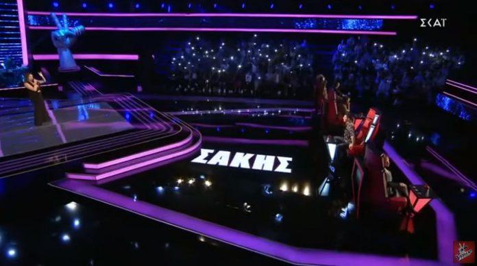 Τhe Voice: Η Χανιώτισσα Βάλια Αλεξίου έκανε τον Σάκη να γυρίσει, κέρασε πίτα τους κριτές και πήρε το εισιτήριο (video)