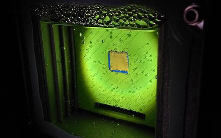 «Τεχνητό φύλλο» μετατρέπει το ηλιακό φως σε… ανανεώσιμη πηγή ενέργειας