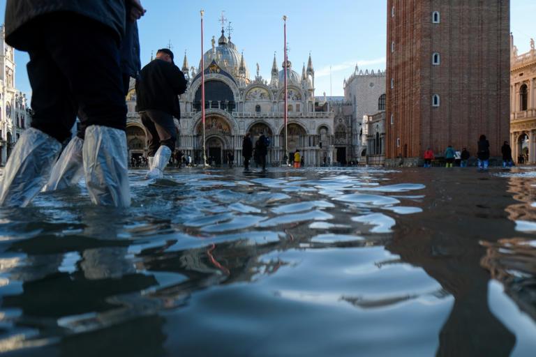 Λύγισε η Βενετία από τις πλημμύρες – Σε κατάσταση έκτακτης ανάγκης η πόλη – Δραματική η κατάσταση