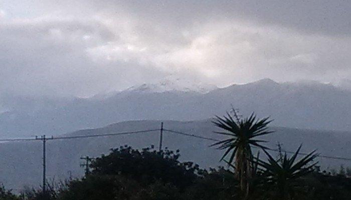 """Χιονίζει στα Λευκά όρη -""""Ασπρίζουν"""" οι κορυφές και δημιουργούν κλίμα ενόψει γιορτών (Φώτο)"""