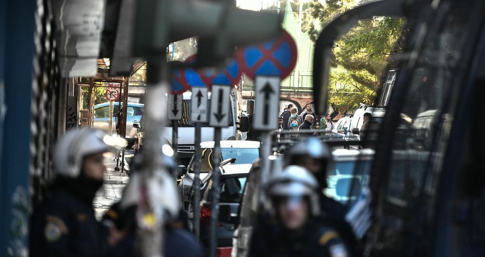 «Ψαχουλεματάκι» σε αστυνομικό έλεγχο