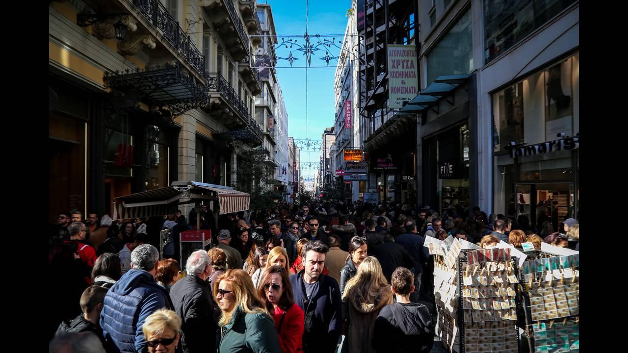 Εορταστικό ωράριο: Ανοιχτά την Κυριακή τα καταστήματα