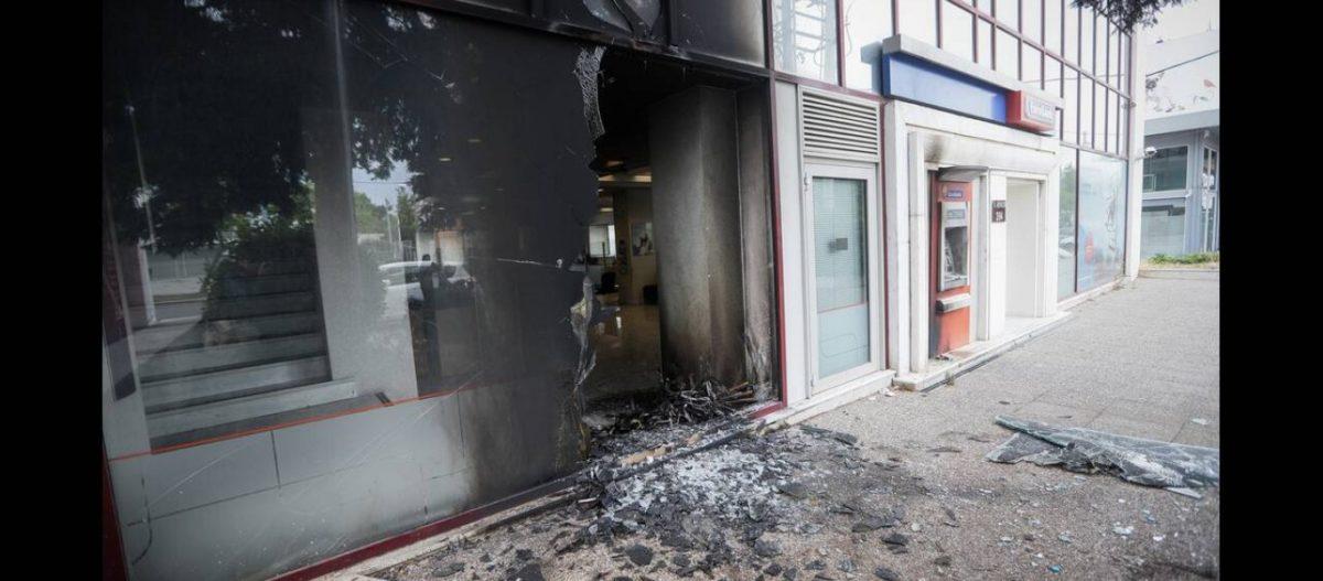 Νυχτερινό μπαράζ επιθέσεων από ακροαριστερούς σε 13 καταστήματα – 5 ΑΤΜ και 3 δημόσιες υπηρεσίες