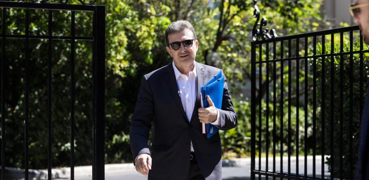 Η ΕΛ.ΑΣ. στο στόχαστρο για τη βία αλλά ο Χρυσοχοΐδης δημοφιλέστερος υπουργός
