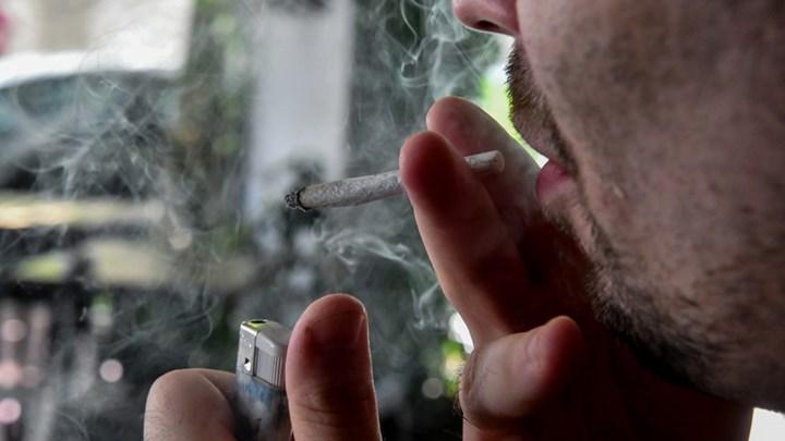 """Αντικαπνιστικός νόμος: Πήρε """"φωτιά"""" το """"1142"""" – Πόσες καταγγελίες έγιναν τις δύο πρώτες εβδομάδες λειτουργίας του"""