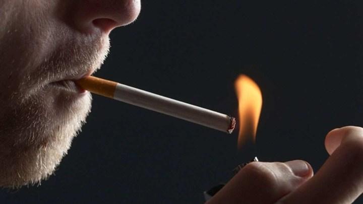 Βγαίνουν για τσιγάρο και δεν πληρώνουν – Πώς απαντούν τα καταστήματα – ΒΙΝΤΕΟ