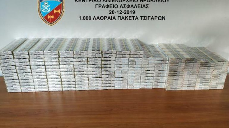 Τα ύποπτα πακέτα περιείχαν μια χιλιάδα λαθραία πακέτα τσιγάρων