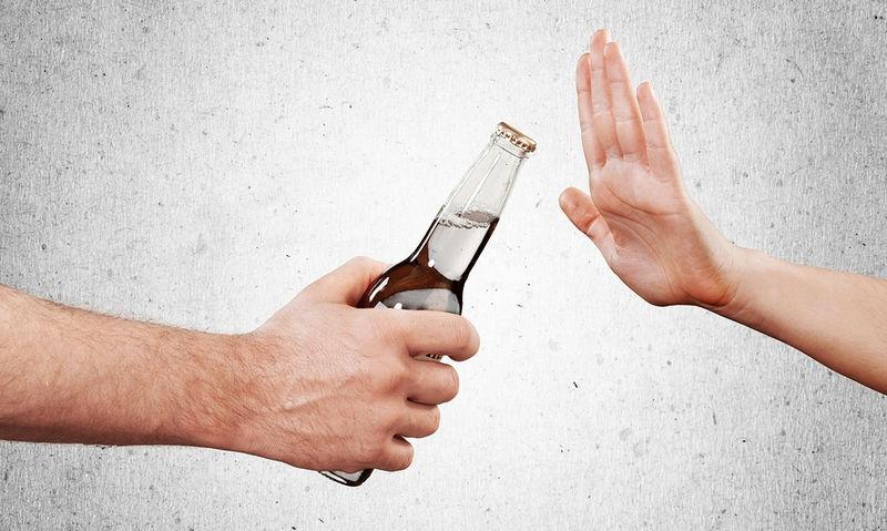 Παυσίπονα & αλκοόλ: Οι πιθανές επιπλοκές αν τα συνδυάσετε (βίντεο)