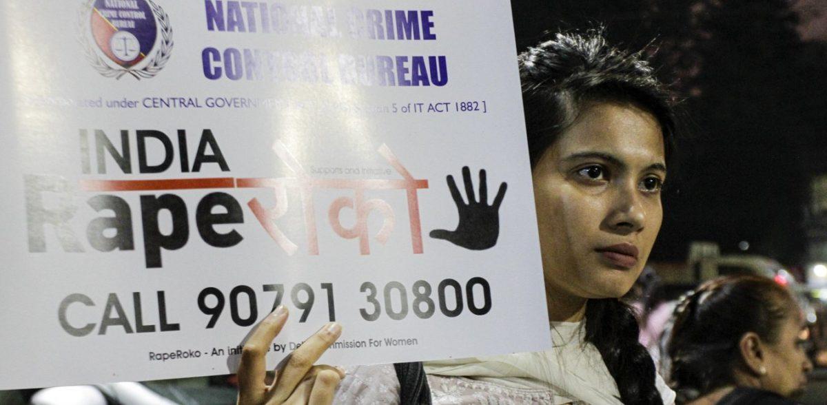 Ινδία: Αφού τη βίασαν, την πυρπόλησαν για να μην καταθέσει – Πέθανε στα 23 της χρόνια