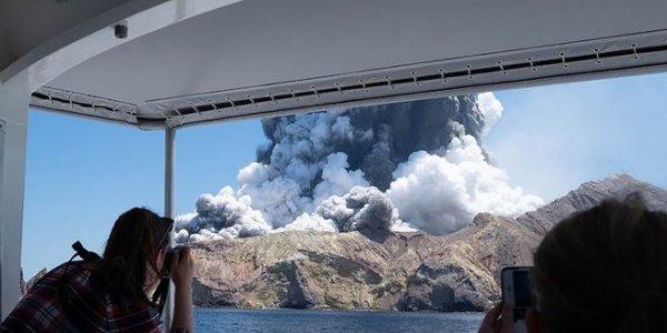 Νέα Ζηλανδία: Εικόνες τρόμου από την έκρηξη ηφαιστείου – «Δεν εντοπίζεται ίχνος ζωής»