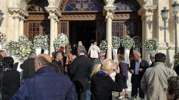 Πλήθος κόσμου στο τελευταίο αντίο του Γιώργου Δεικτάκη (pics)
