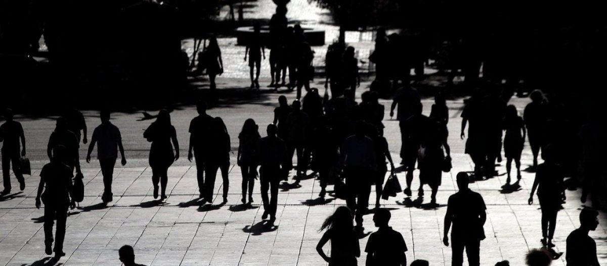 Γερνάμε πεθαίνουμε και μας «αντικαθιστούν» με αλλοδαπούς: Πόσοι θα είναι οι Έλληνες το 2050