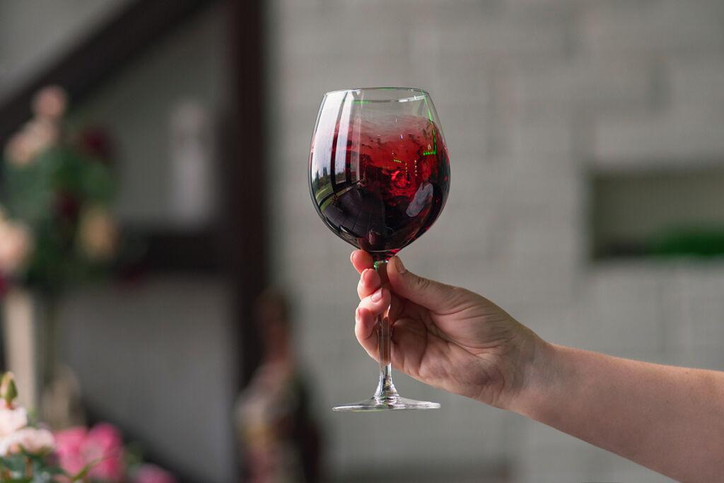 Κρήτη: 7.000 τόνοι κρασιού μετατρέπονται σε οινόπνευμα και αντισηπτικά – Θα διανεμηθούν στα νοσοκομεία.