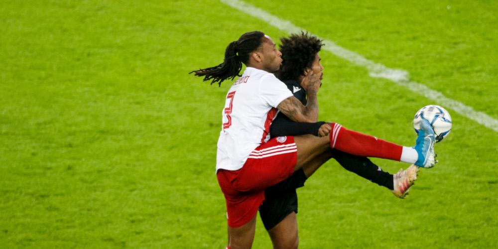 Super league: Χωρίς αντίπαλο Ολυμπιακός και ΠΑΟΚ – 5-0 οι «ερυθρόλευκοι», 3-0 οι «ασπρόμαυροι»