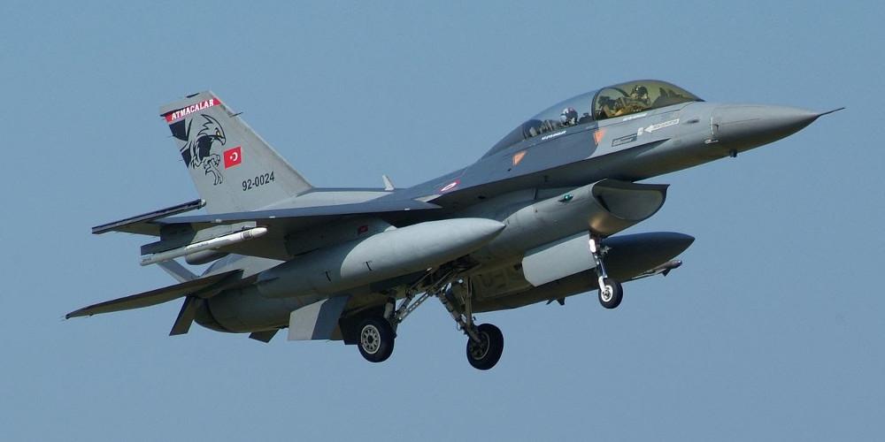 Τουρκικά μαχητικά F-16 πέταξαν πάνω από τη Ρω