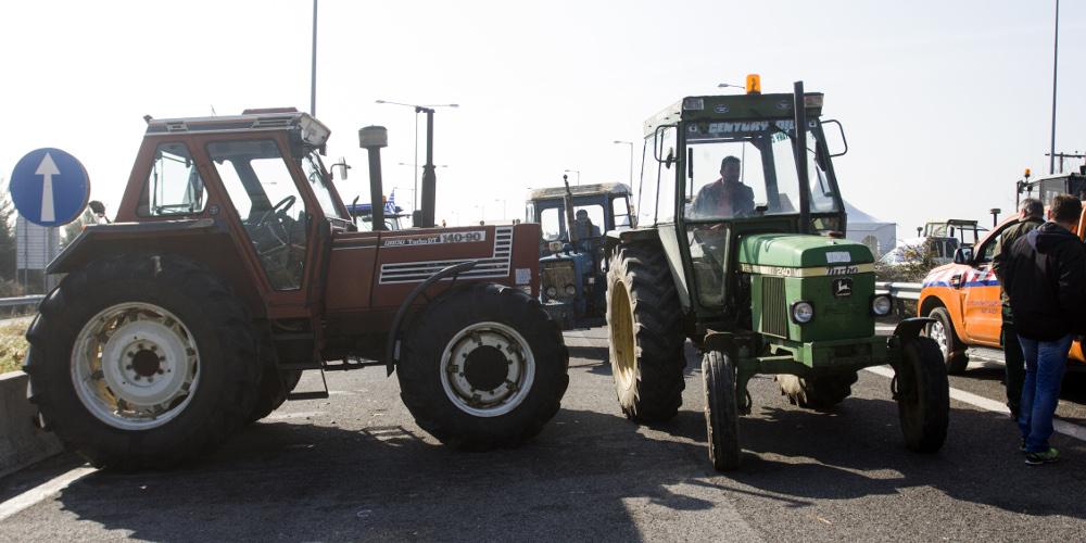 «Ζεσταίνουν» τα τρακτέρ οι αγρότες: Κινητοποιήσεις και μπλόκα την Τετάρτη