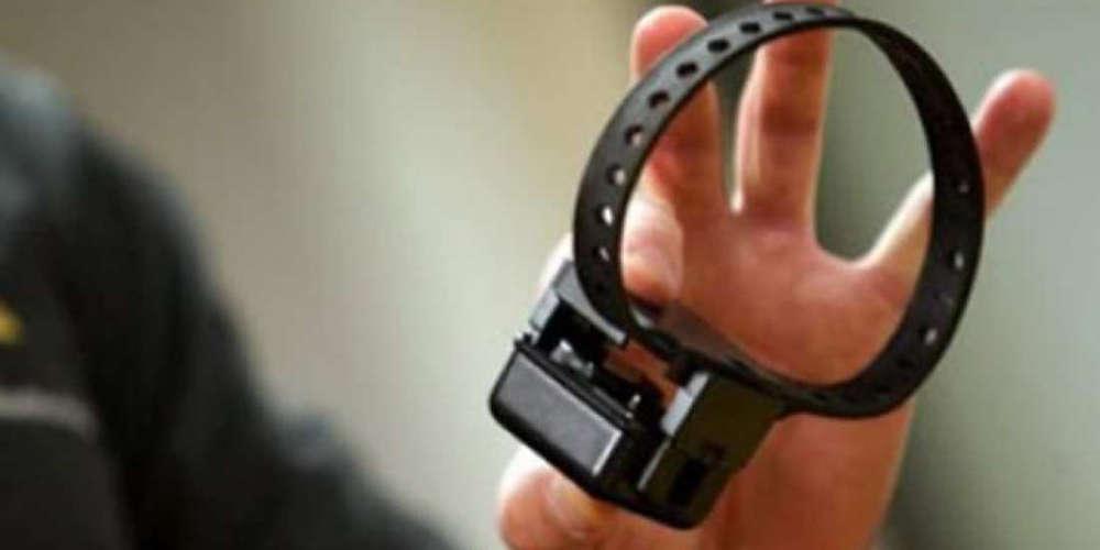 Αλβανός κρατούμενος έσπασε το «βραχιολάκι» του, απέδρασε και πήρε το ΚΤΕΛ για Αλβανία