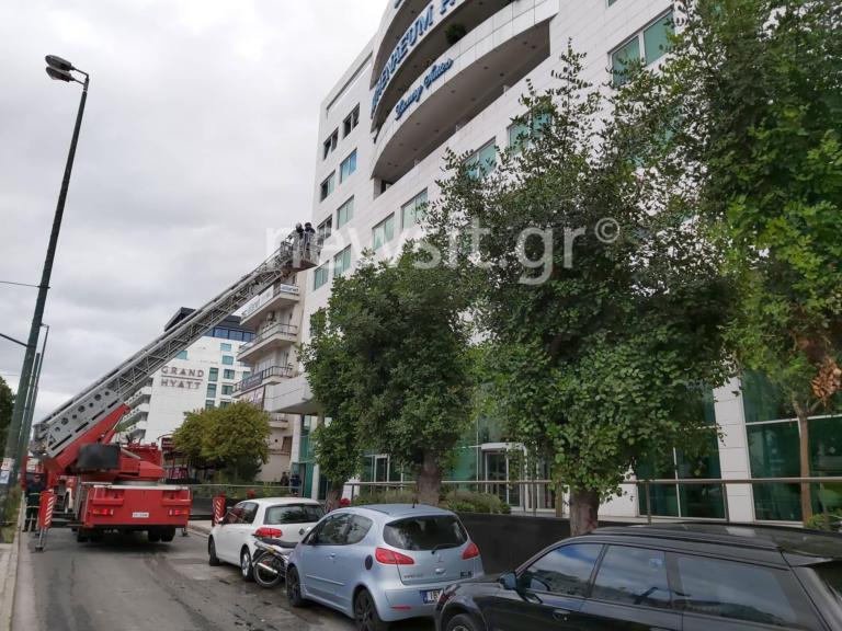 Φωτιά σε ξενοδοχείο στη Συγγρού! Ισχυρές δυνάμεις της Πυροσβεστικής επί τόπου