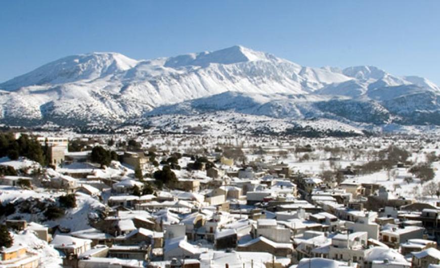 Alert! Οροπέδιο Λασιθίου: Εγκλωβίστηκε οικογένεια στα χιόνια