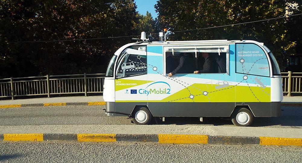 Αυτόματα λεωφορεία στα Τρίκαλα: Κυκλοφορούν (ακόμη) σε 4 τροχούς, αλλά χωρίς οδηγό
