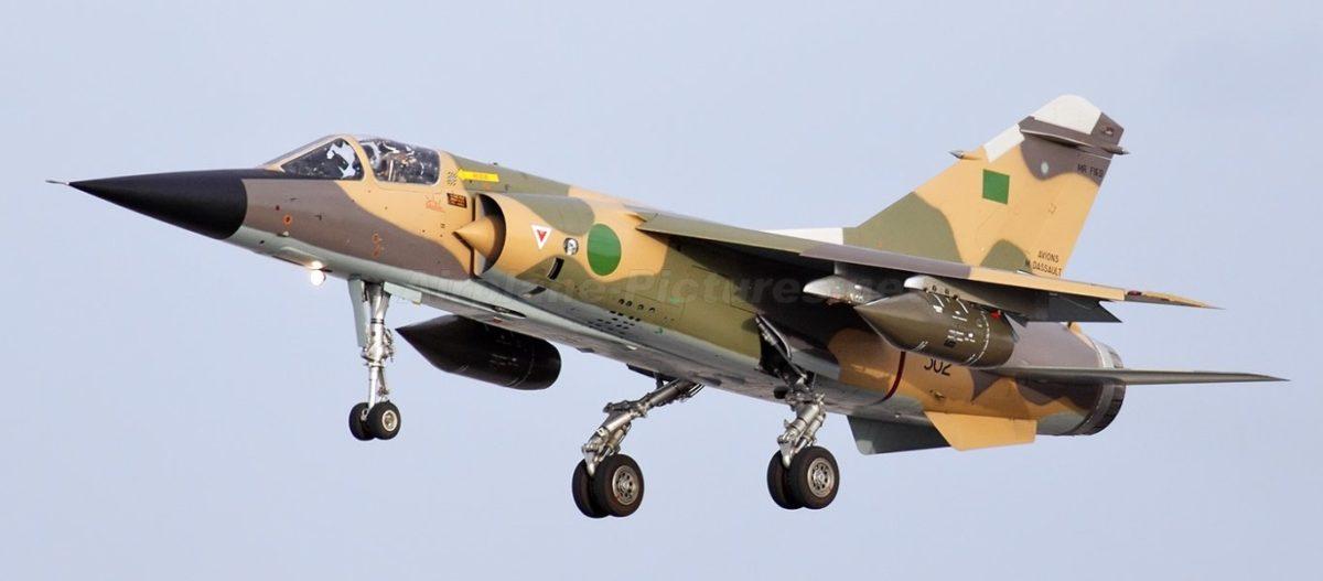 Σφοδρές αεροπορικές επιθέσεις των δυνάμεων του Χ.Χαφτάρ: «Ισοπέδωσαν» το αεροδρόμιο της Τρίπολης