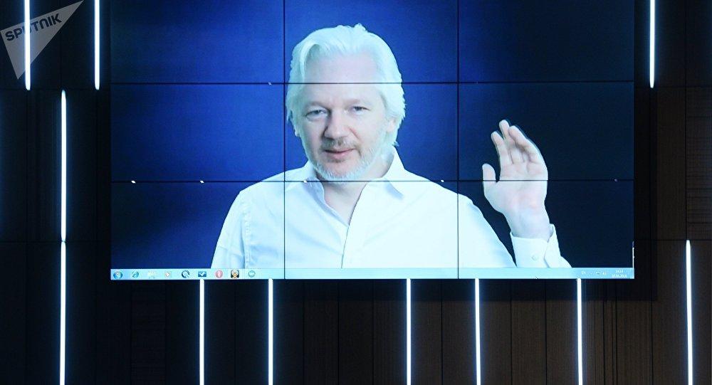 Δικηγόρος Ασάνζ: Η Ελλάδα να δώσει άσυλο – Τα WikiLeaks βοήθησαν τους Έλληνες