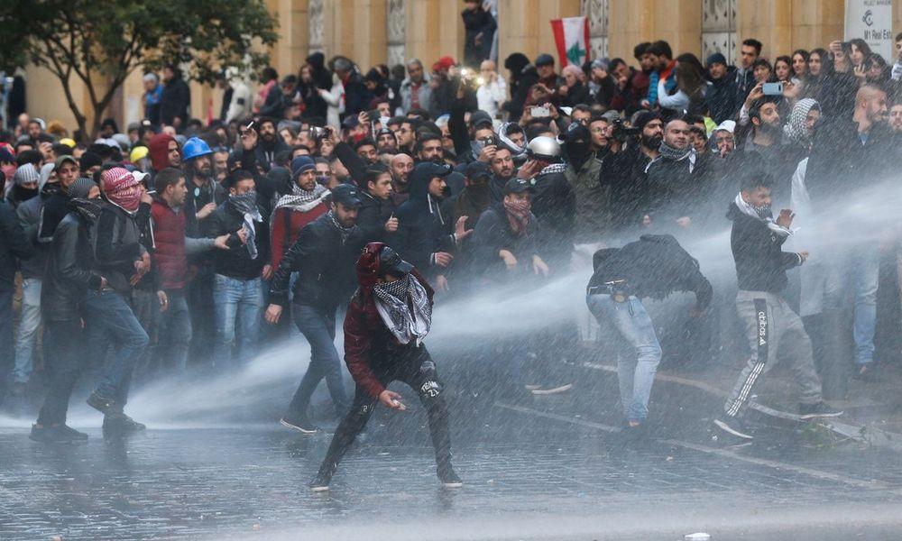Λίβανος: Βίαιη καταστολή των διαδηλώσεων και 220 τραυματίες (Photos+Videos)