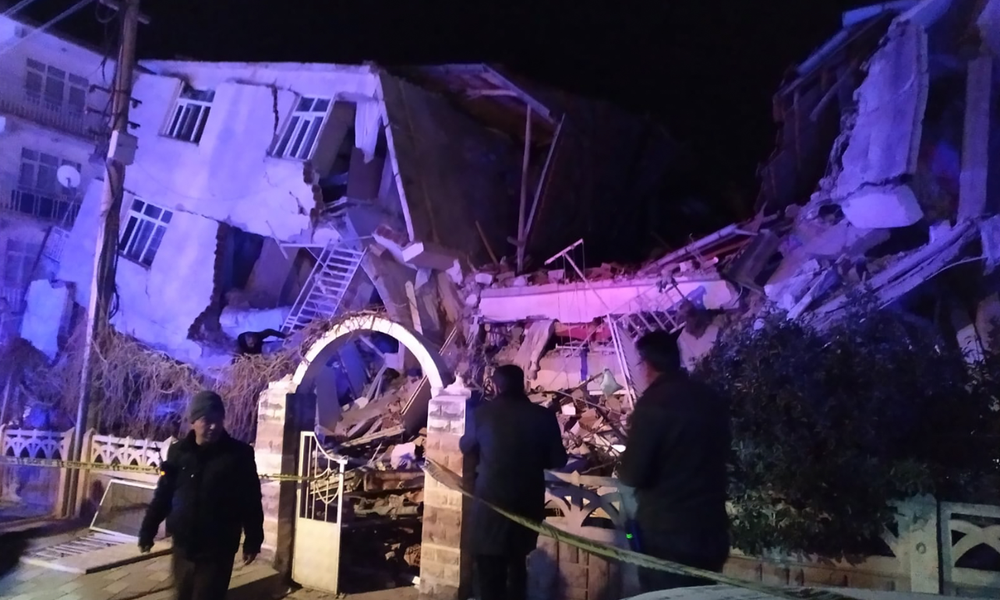Αυξάνεται ο αριθμός των νεκρών από τον σεισμό στην Τουρκία – Εκατοντάδες τραυματίες (Video)