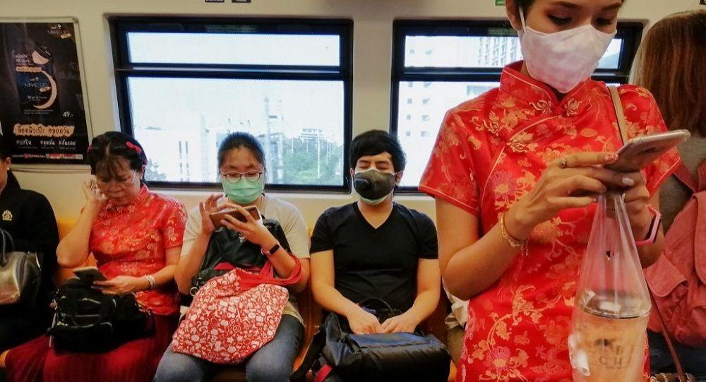 Βίντεο: Άνθρωποι πέφτουν στο έδαφος από τον κορονοϊό στην Κίνα